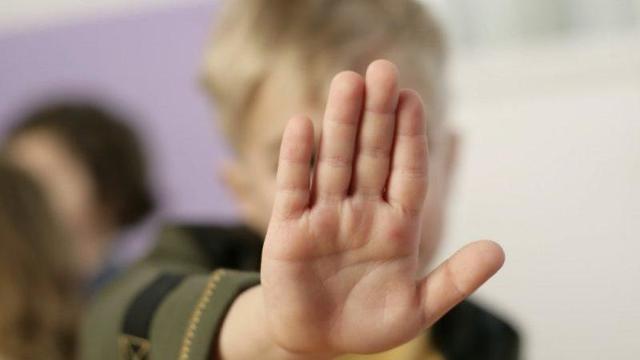 Избиение несовершеннолетних – понятие преступления, статья по УК РФ, куда обращаться родителям