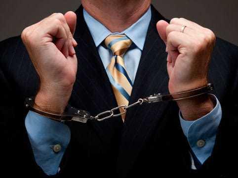 Лишение права занимать определенные должности – в каких случаях применяется такая санкция, статьи по УК РФ