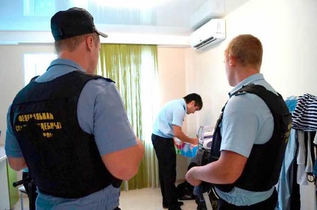Когда приставы могут арестовать имущество: основания, процесс ареста, основания для обжалования