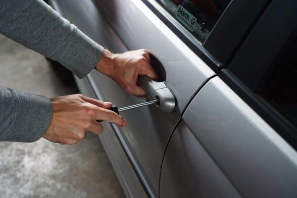 Угон автомобиля, статья 166 УК РФ, чем отличается от кражи и как могут за него наказать