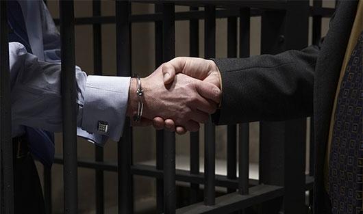 Участие адвоката в СИЗО, чем может помочь, какие функции выполняет