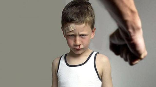 Избиение ребенка родителем – ответственность, причины и мотивы, как защитить