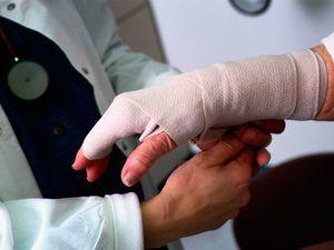Получил на работе травму, действия работника при травме на производстве